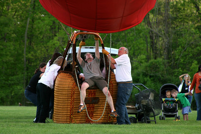 Getting the balloon ready to go up - Chagrin Falls, OH ... May 25, 2008 ... Photo by Rob Page Jr.
