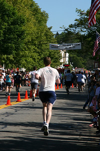 Rob makes his way to the finish - Chagrin Falls, OH ... May 26, 2008 ... Photo by Joyce Page