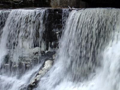 Chagrin Falls, OH ... November 24, 2005 ... Photo by Rob Page III