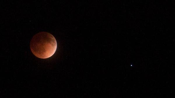 2014 Lunar Eclipse — Moon & Spica