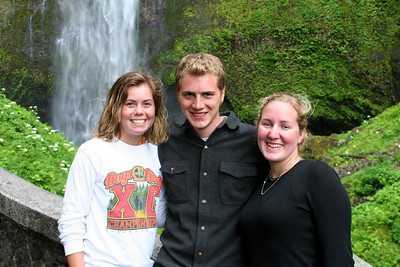 Nicole, Rob, and Heather - Multnomah Falls, OR ... June 29, 2007 ... Photo by Emily Conger