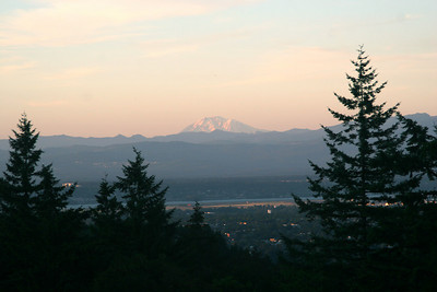 Sunset over the city - Portland, OR ... July 3, 2007 ... Photo by Rob Page Jr.