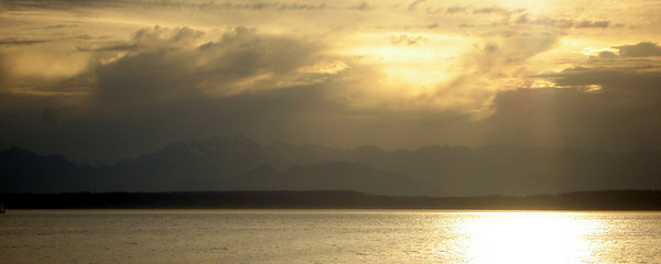 Sunset across Puget Sound - Seattle, WA ... June 26, 2007 ... Photo by Rob Page III