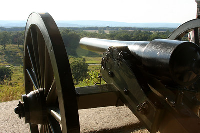The rifled cannon is ready to take out those down in the fields - Gettysburg, PA ... August 16, 2008 ... Photo by Rob Page III