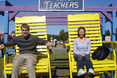 Relaxing in the giant chairs - Centreville, VA ... October 15, 2006 ... Photo by Melanie Ciolek