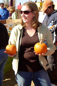Mel, which one do you want? - Centreville, VA ... October 15, 2006 ... Photo by Rob Page III
