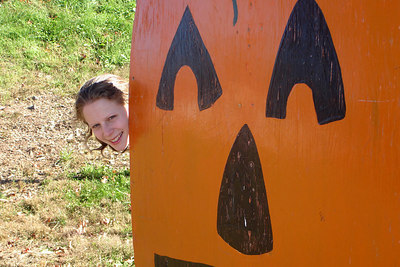 Peek-A-Boo!!! - Centreville, VA ... October 15, 2006 ... Photo by Rob Page III