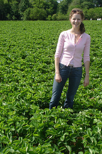 Emily in the strawberry patch - Richmond, VA ... May 19, 2007 ... Photo by Rob Page III