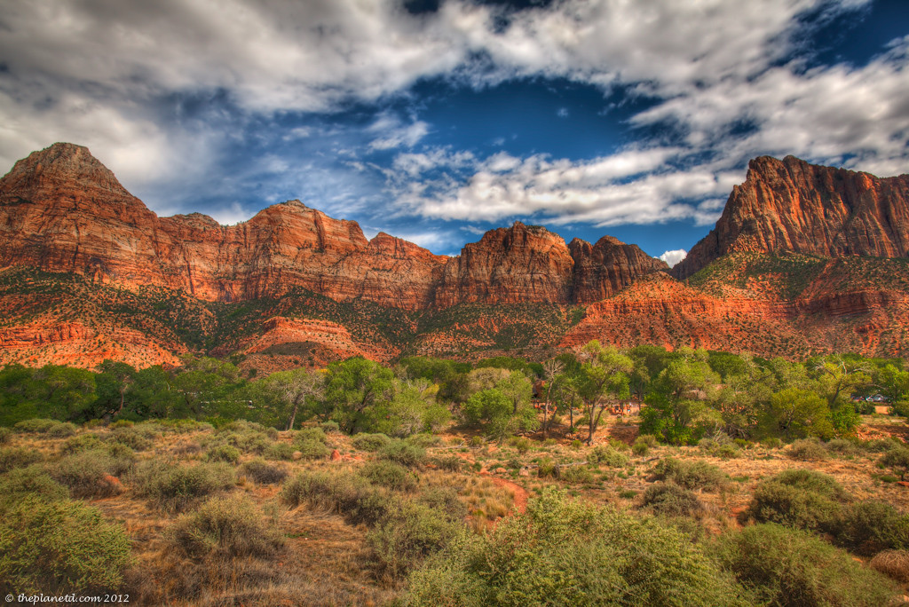 Zion-national-park-entrance-utah