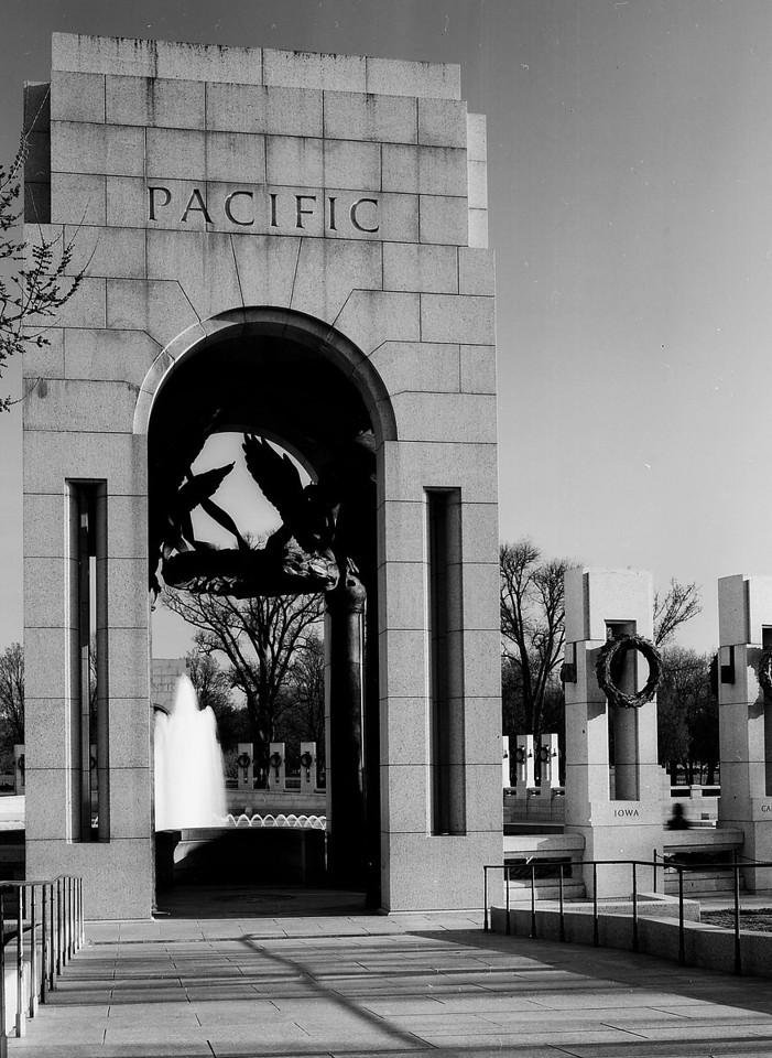 WWII Memorial at Dawn