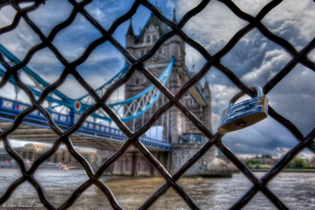 Storm_Tower_Bridge_London_England