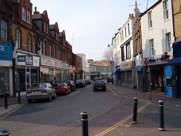 Hythe Street and which is typical of UK towns