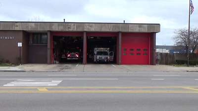 Chicago Engine 49 & Truck 33 responding