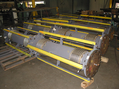 Tied universal expansion joints