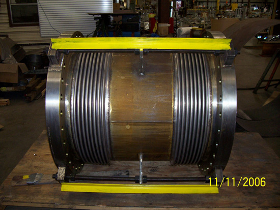 Universal expansion joint with limit rods