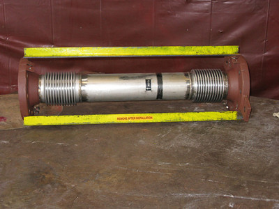 Small universal expansion joint