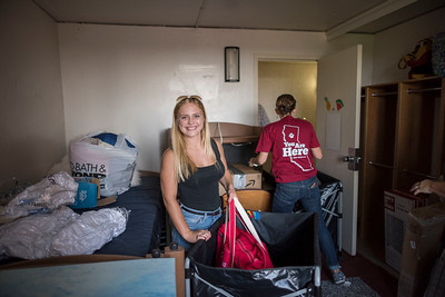 Deonna Osmundson (center) unpacks as volunteers help new students move in to their dorm rooms on Thursday, August 17, 2017 in Chico, Calif. (Jason Halley/University Photographer)