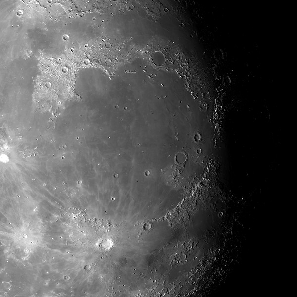 Mond No.  Flying high over the Mare Imbrium