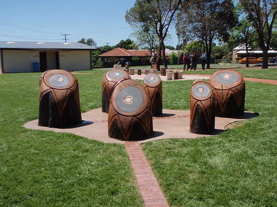 southern cross tree trunk sculpture