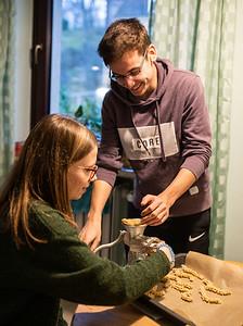 Lahnstein, Germany - 04.01.20; Backen und Spieleabend bei Alex.  In photo: Svenja FROEHLICH, Alexander RITSCHL  Photo by: Jan von Uxkull-Gyllenband