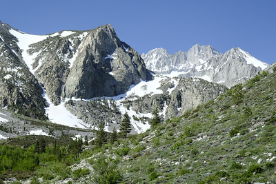 Middle Palisade and Norman Clyde Peak become visible while hiking the South Fork of Big Pine Creek