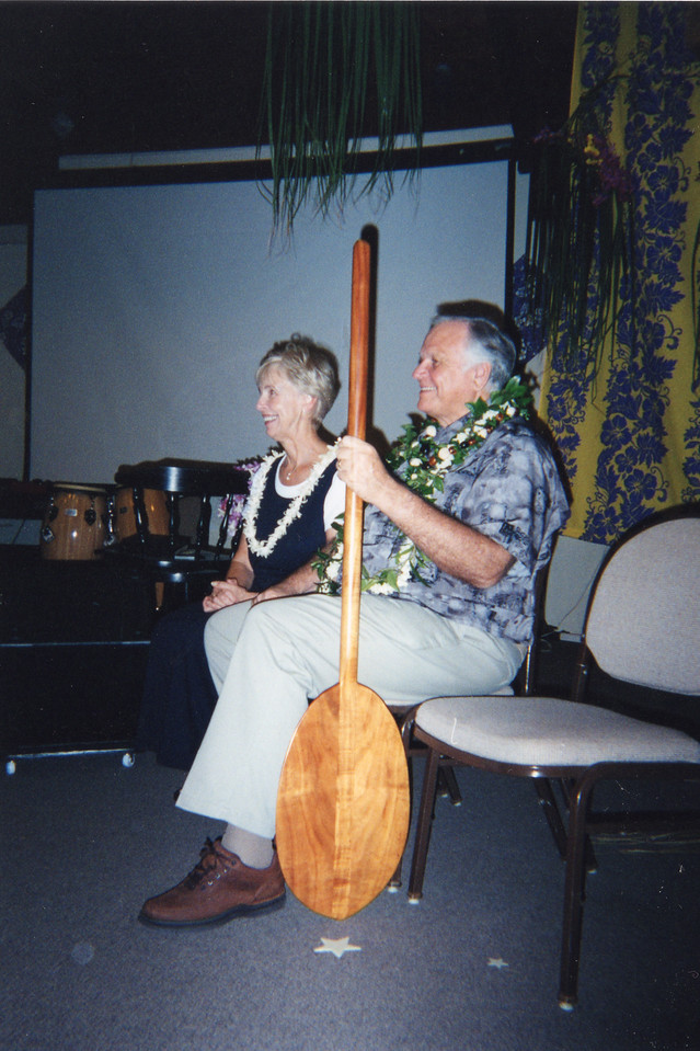 Loren and Dar given steersman's oar as they return to Kona from Lausanne