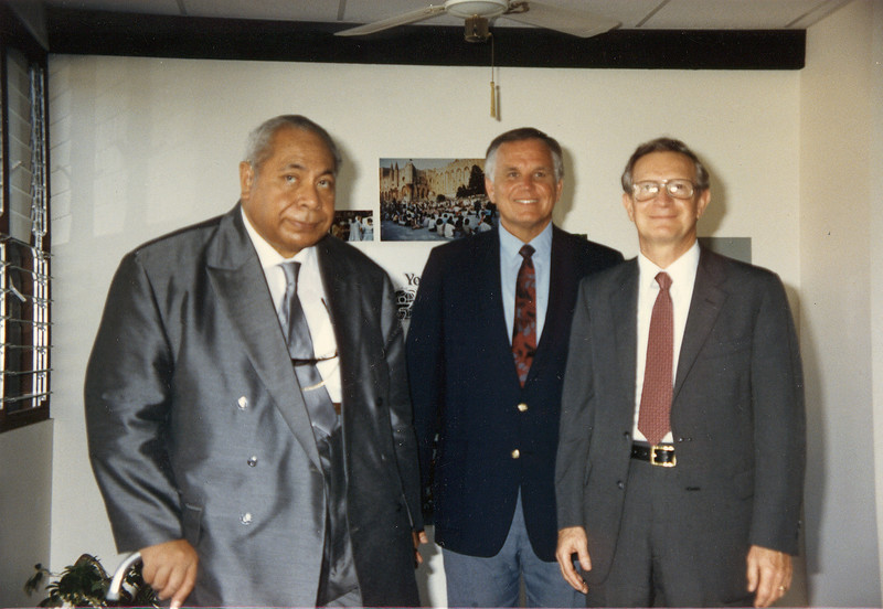 Loren and Howard Malmstadt meets with the King of Tonga