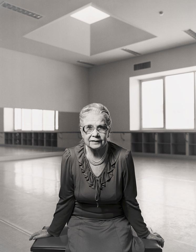 Edna Edgley ( 1910-2000)
