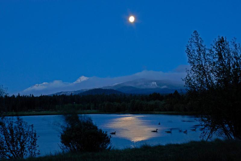 about_black-butte-ranch_Mt Washington_moonlight_KateThomasKeown_DSC7243