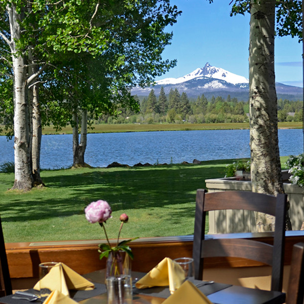 dining_black-butte-ranch_Lodge-table-with-view-Mt Washington_KateThomasKeown_060112_DSC6620-2 25 copy