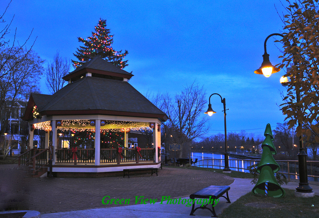 Fairport Christmas along the Canal
