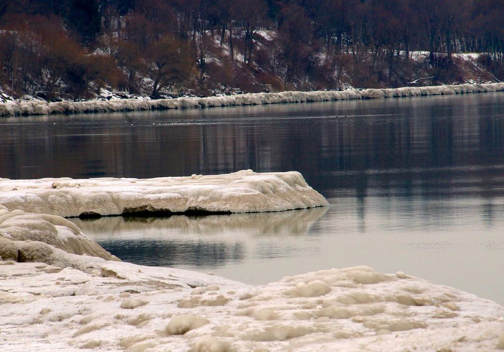 Icy shoreline - Sea Breeze