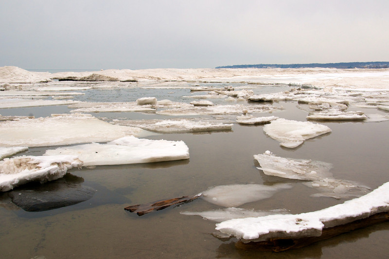 Icebergs along Durand Beach