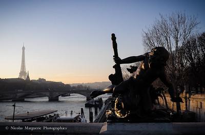Au Pont Alexandre III