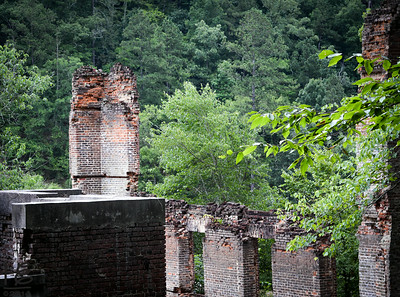 06-28-14 Another view of the mill ruins from the opposite end of the remaining structure.