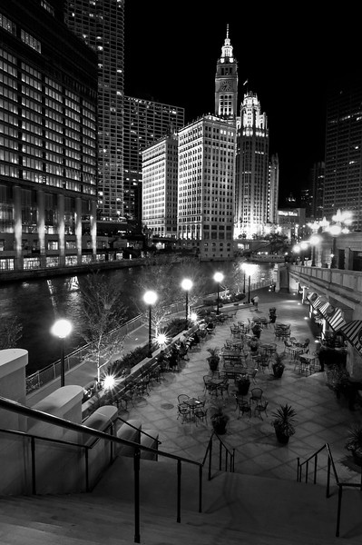 CHI 046<br />  A quaint bistro on the Chicago River in downtown Chicago, Illinois.
