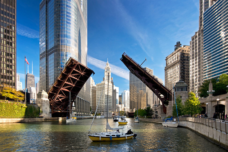 CHI 034                       <br /> Bridge raising on the Chicago River to allow sailboats to move from their harbor on Lake Michigan to dry dock at the end of the boating season.