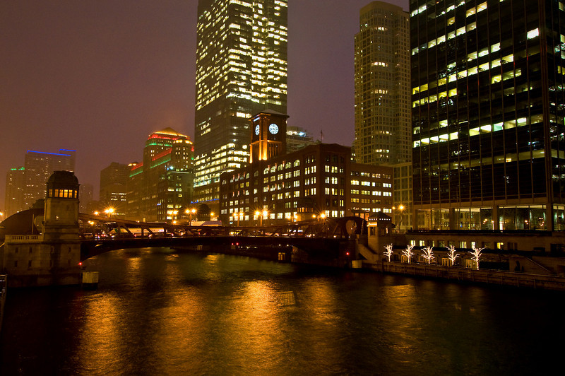 CHI 022            <br />          <br /> A cold, blustery night on the Chicago River, downtown Chicago, Illinois.