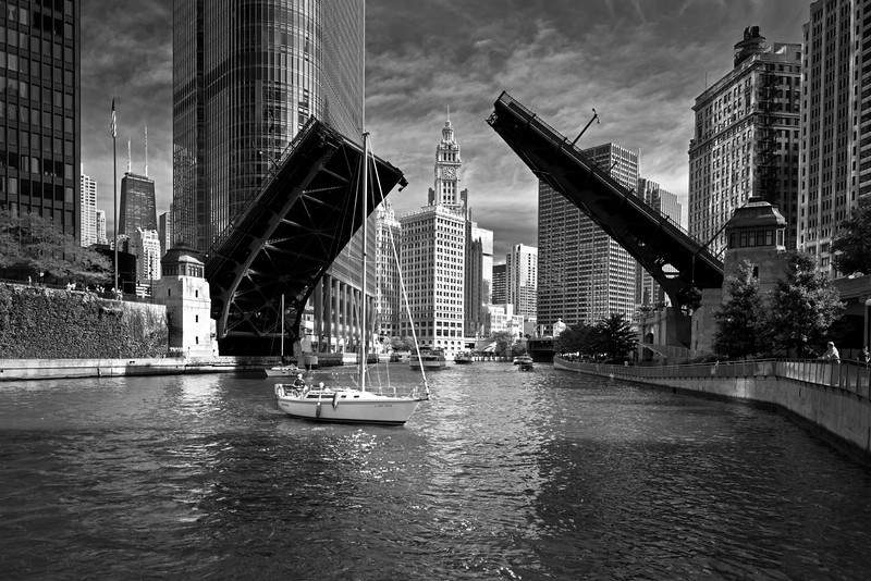CHI 031                      <br /> Bridge raising on the Chicago River to allow sailboats to move from their harbor on Lake Michigan to dry dock at the end of the boating season.