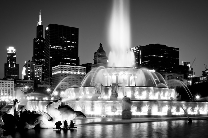 CHI 049<br /> Buckingham fountain lights up the night on a summer evening in the windy city of Chicago, Illinois.