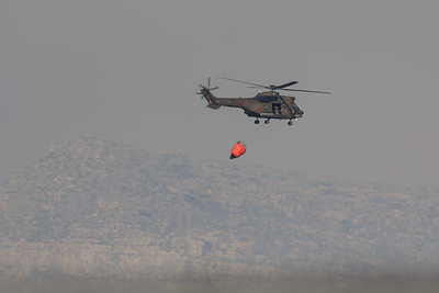SA Air Force helicopter with fire bucket, Noordhoek wildfires
