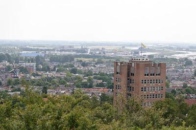 Arnhem met daarachter de Rijn