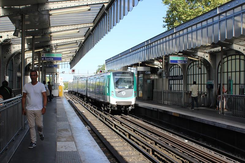 RATP Paris Metro Barbès – Rochechouart Station Line 2
