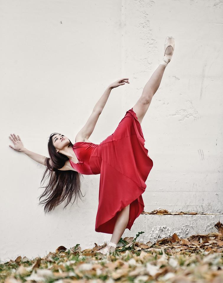 Freestyle Ballerina. Outdoor dance portrait of Nelle Rollins. Boise urban ballerina on Greenbelt, by Mike Reid.