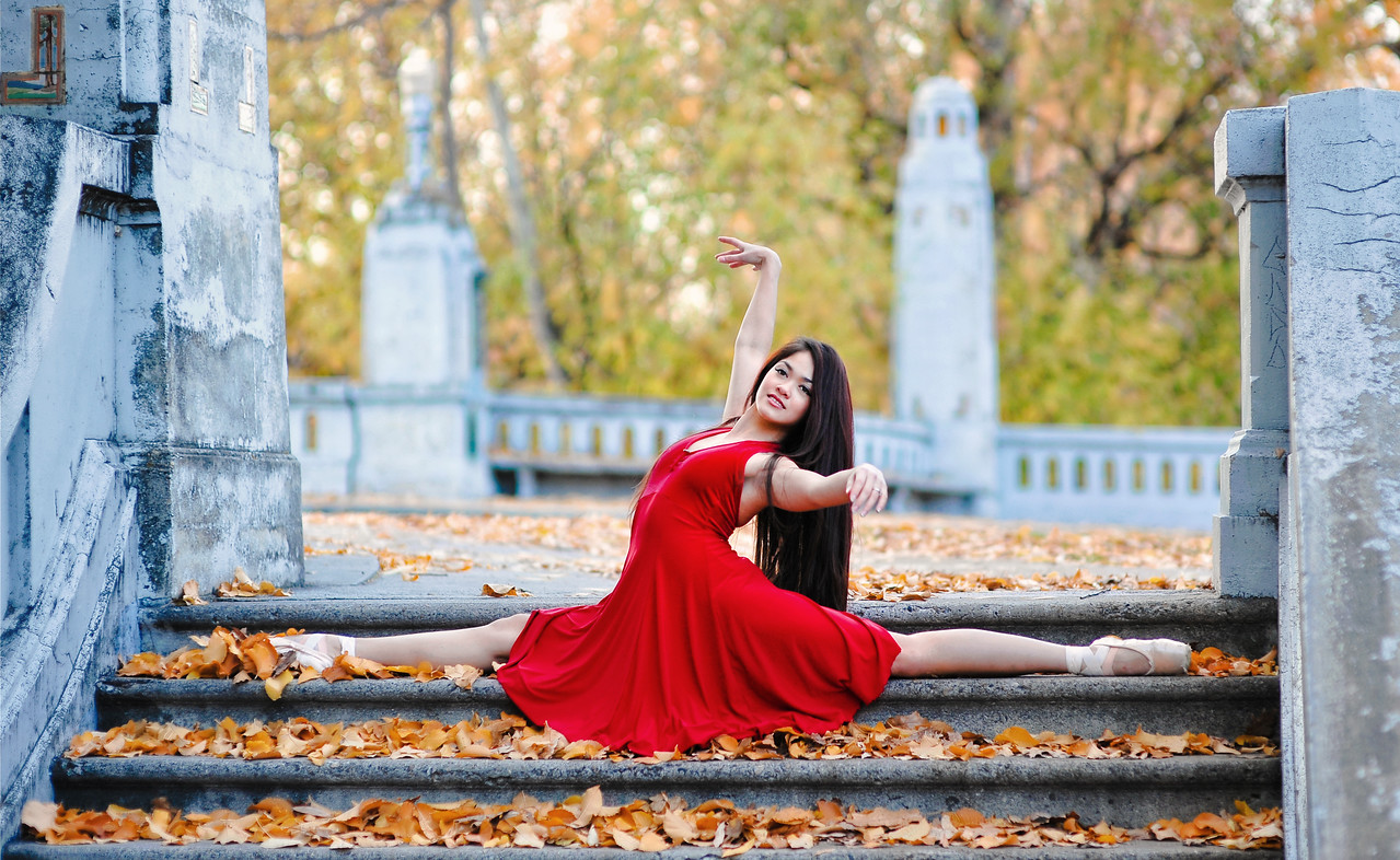 Outdoor dance portrait of Nell. Boise dance portrait, by Mike Reid.