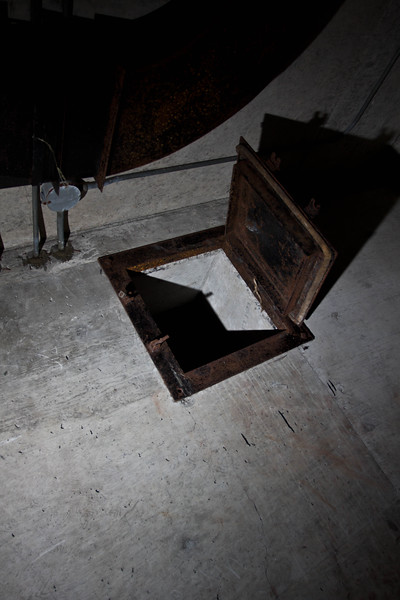 Small doors under the ceiling connect certain rooms.
