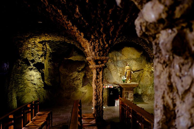 Le Puy en Velay, Haute-Loire : église troglodytique du sanctuaire Saint-Joseph.