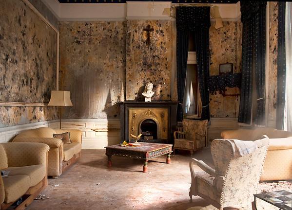 Hotel California (or Chateau Rouge)