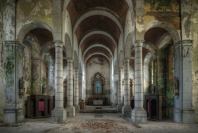 Sanctus Senium - The decay in this church is simply amazing. The colors of the mold are such a big contrast with the grey walls.