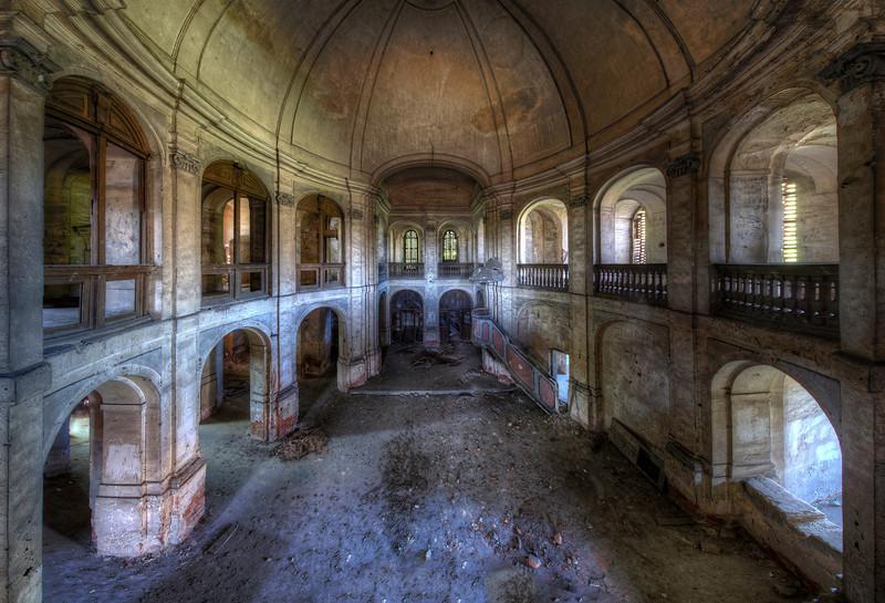 Di Penates - a massive arena-like church left in decay.